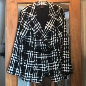 Wrapper black and white jacket
